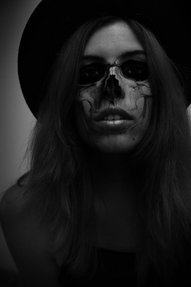 Halloween Skeleton Selfie- Photoshop Tutorial (1/6)