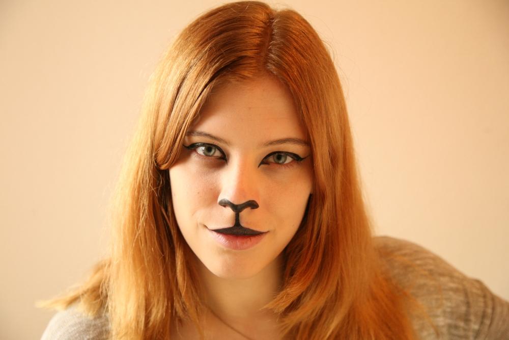 Halloween Cat Makeup tutorial (4/6)