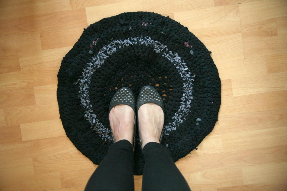 T-Shirt-Yarn Crochet Rug (1/2)