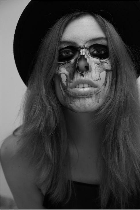 Halloween Skeleton Selfie- Photoshop Tutorial (4/6)