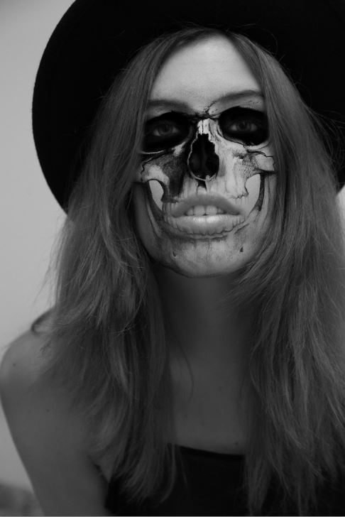 Halloween Skeleton Selfie- Photoshop Tutorial (5/6)